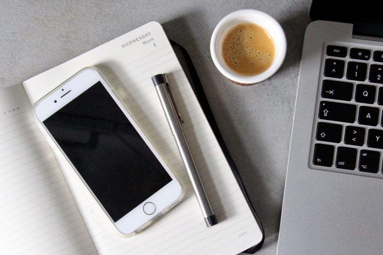 Smartphone und Co im Flatlay
