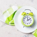 Populaire dieet waarbij je alleen op specifieke tijden eet lijkt ook gezondheidsvoordelen te hebben