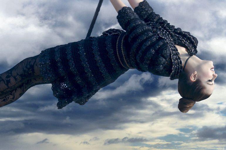 Abrigo tejido con punto concha con hilo de mohair y lana merino con destellos de brillo de lurex.