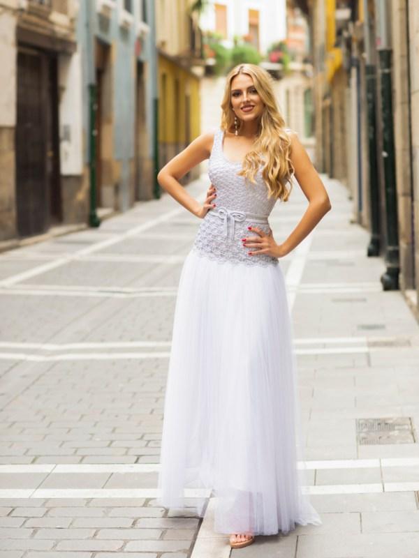 El vestido Ártica es la perfecta combinación de la costura y el crochet. Unidos son lo mas sublime de la artesanía.