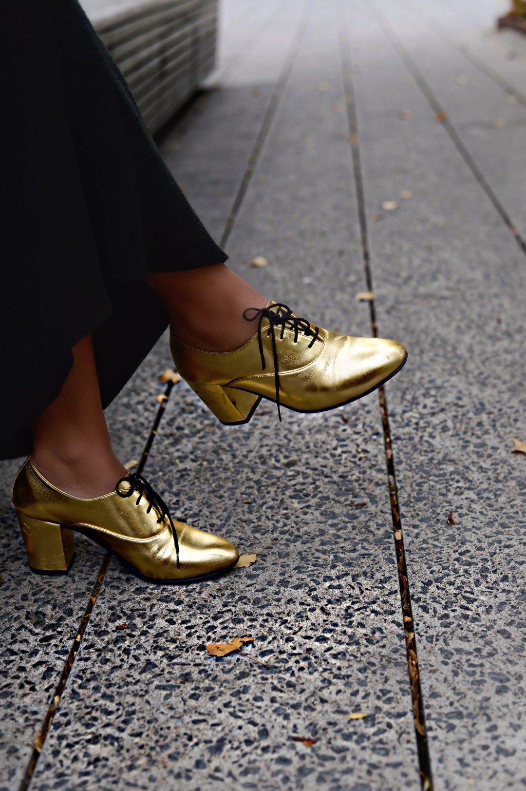 jersey-dress-gold-shoes-alley-girl-betul-yildiz-new-york-fashion-blogger-9
