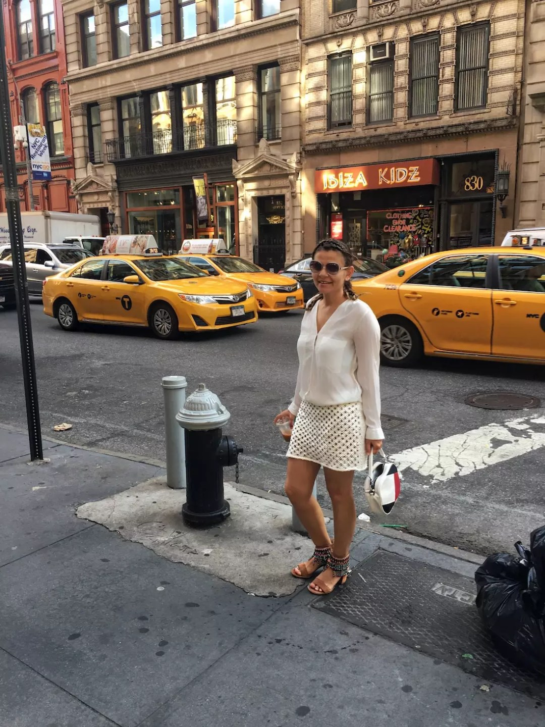 alley-girl-kadinim-mutluyum-new-york-betul-yildiz