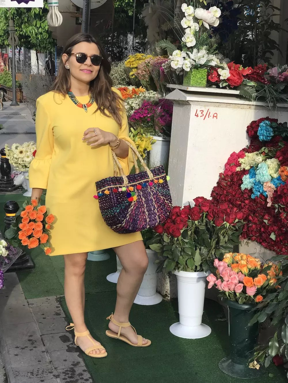 blogger-style-with-flowers-alley-girl-betul-yildiz