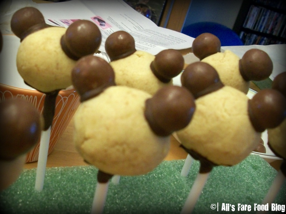 DIY: Mickey Mouse Cake Pops (4/5)