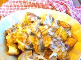 smoked scamorza & roasted potato poutine