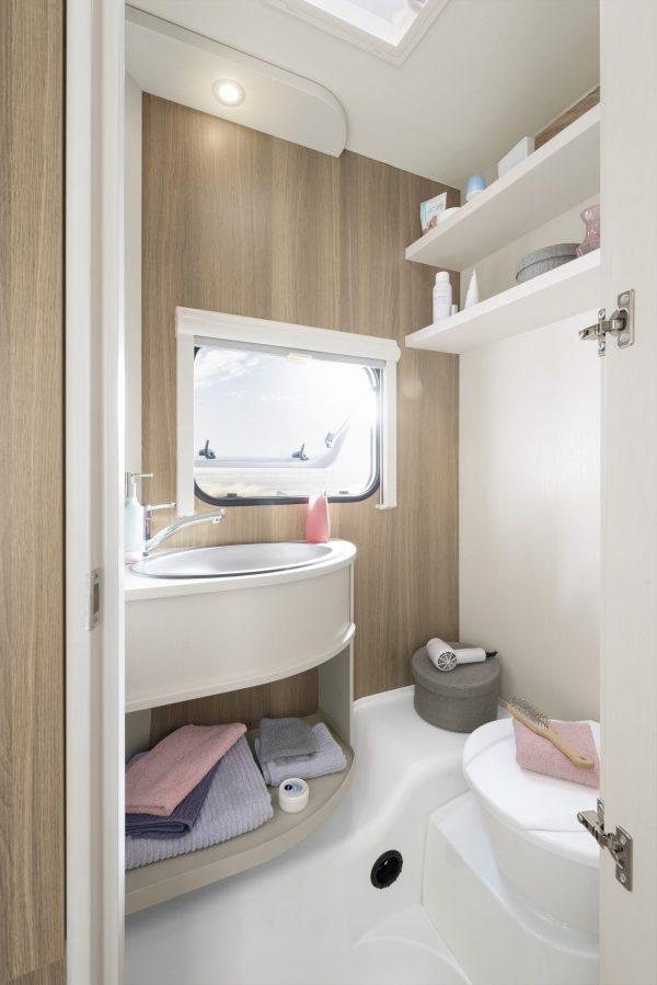 łazienka w przyczepie kempingowej