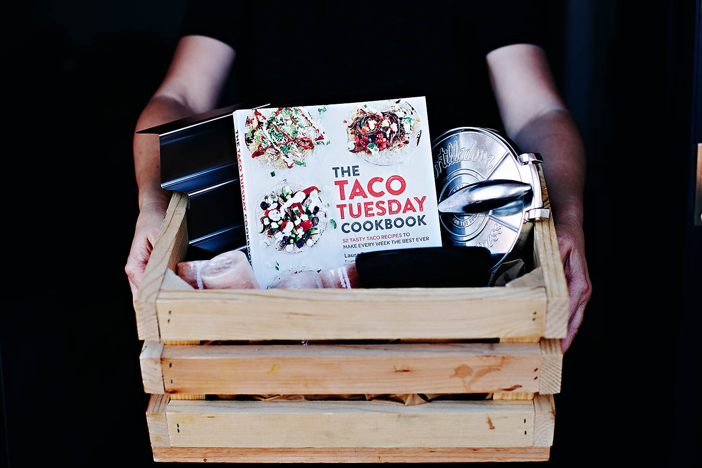 DIY taco gift basket ideas - love this for a unique christmas gift! #giftideas #giftbasket #tacos