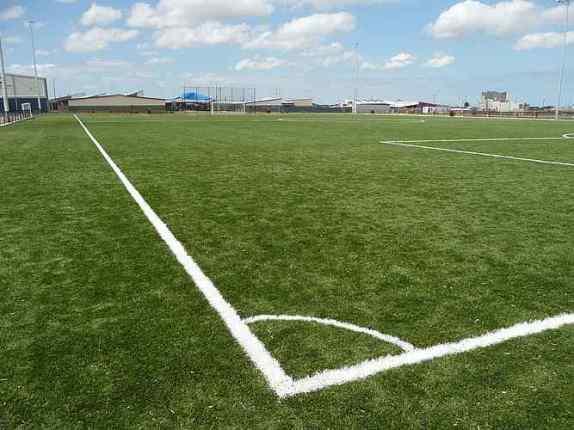 campos de futbol con cesped sintetico
