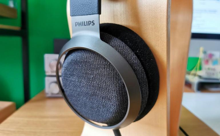 Philips Fidelio X3 headphones