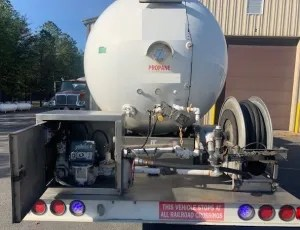 Used 3000 gal bobtail for sale