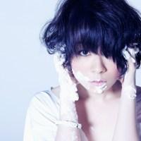 La niña con ojos enormes y fan de Shiina Ringo: Hitomi Takahashi