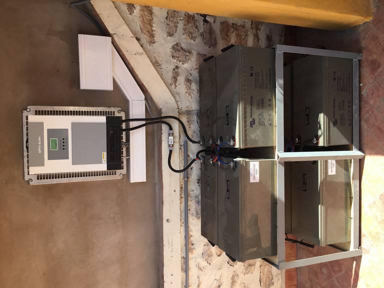 exmple installation site isolé avec batterie solaire Gel Victron Energy
