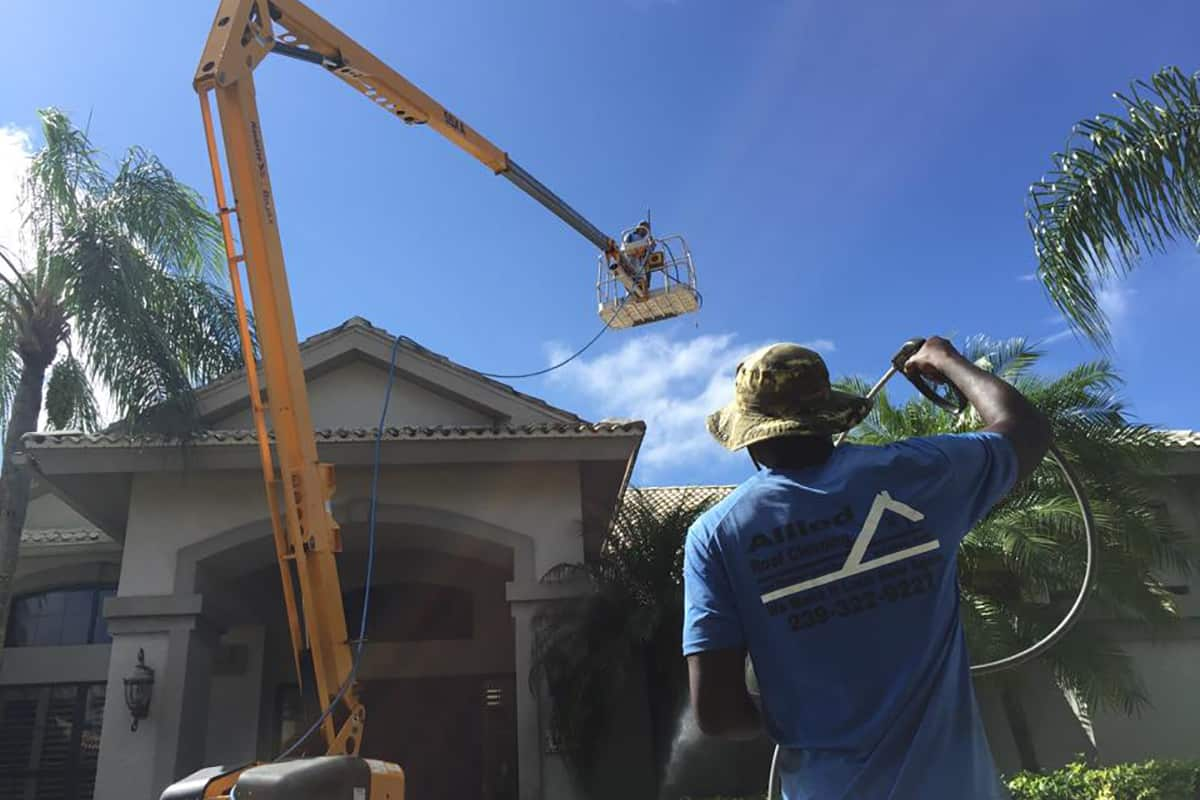 fort myers roof cleaning company