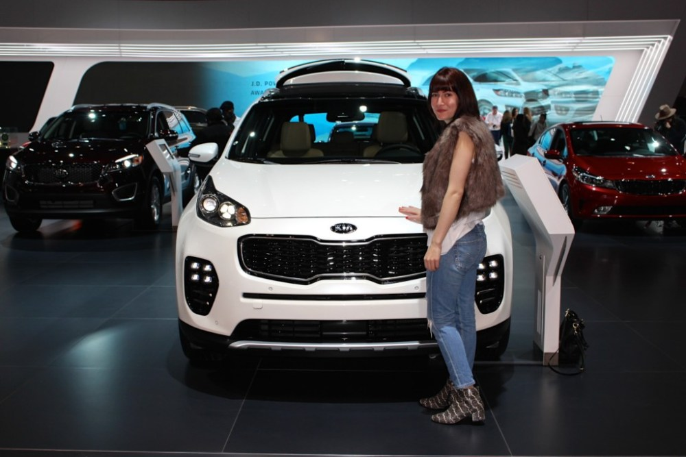 Kia Sportage white at the Chicago Auto Show