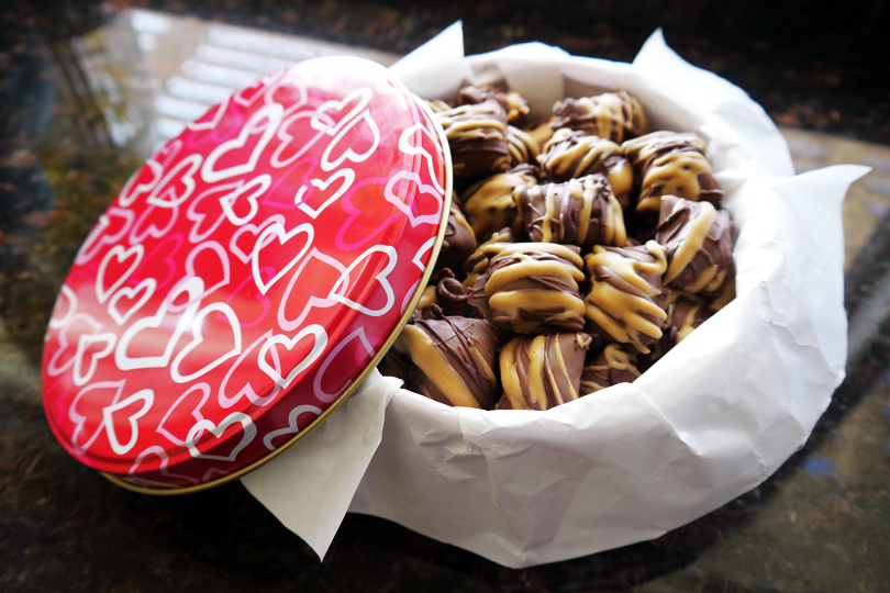 DIY: Chocolate Covered Peanut Butter Pretzel Nuggets – Delightfully ...