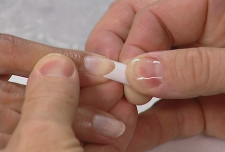 How To Apply Fake Nails Perfectly