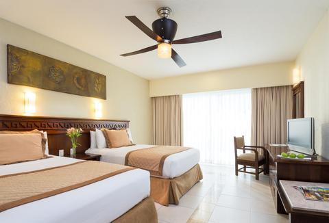 Blue Bay Grand Esmeralda guest room