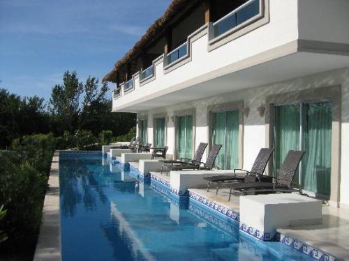Swim-up room terrace