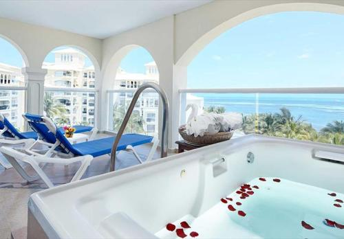 Occidental Costa Cancun Jr. Suite balcony