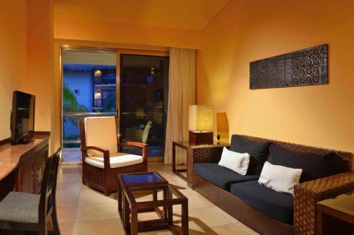 Catalonia Riviera Maya suite living room