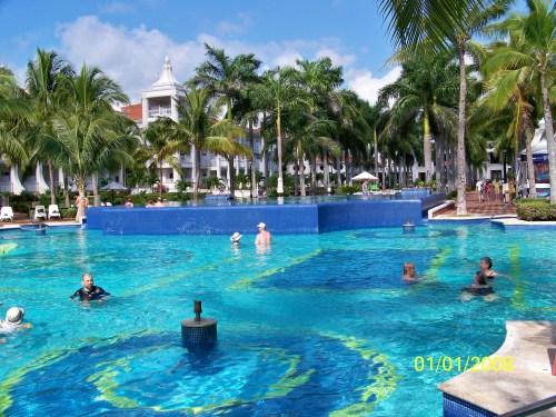 Riu Palace Riviera Maya pool area