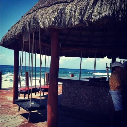 Dreams Puerto Aventuras beach bar