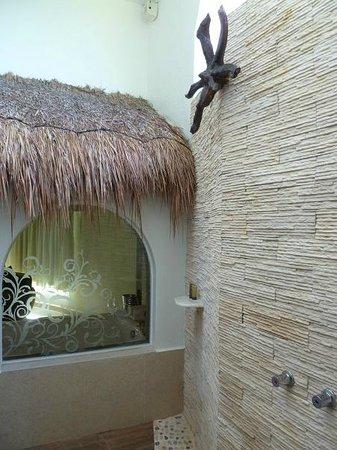 El Dorado Casitas Royale outdoor shower