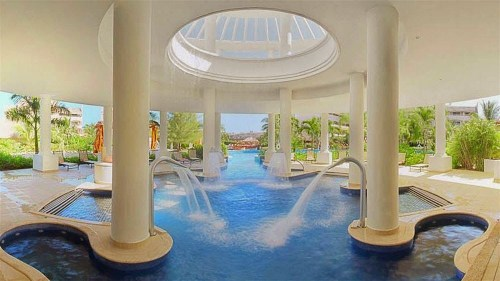 Excellence Riviera Cancun swim-in spa