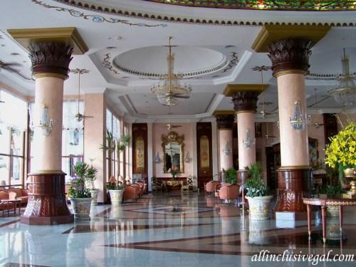 Riu Palace Las Americas lobby