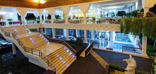 Grand Riviera Princess lobby