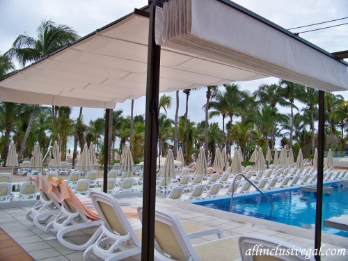 Riu Playacar poolside shade