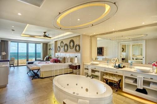 Royalton Riviera Cancun honeymoon suite