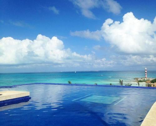 Hyatt Ziva Cancun rooftop pool