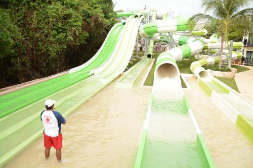 Sandos Caracol waterpark slides
