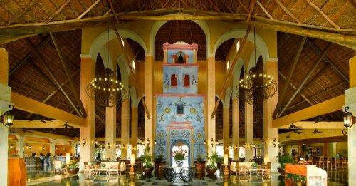 Grand Palladium Riviera lobby