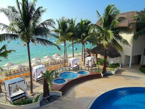 The Reef Coco Beach beachfront Jacuzzis