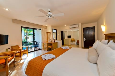 The Reef Playacar guest room