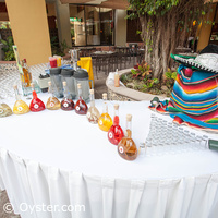 Viva Wyndham Azteca courtyard drink specials