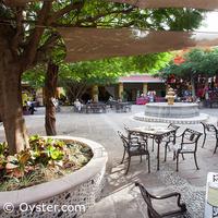 Viva Wyndham Azteca courtyard