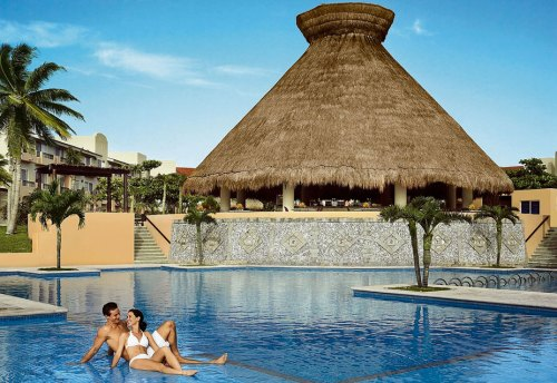Viva Wyndham Azteca main pool