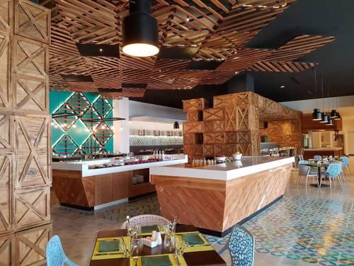 Breathless Riviera Cancun Spoon restaurant