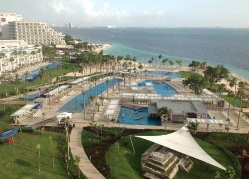 Riu Palace Peninsula pool area