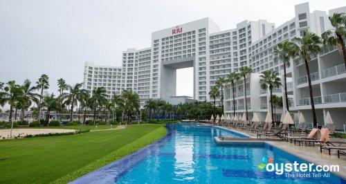 Riu Palace Peninsula villa pool