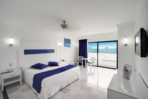 Riu Caribe guest room