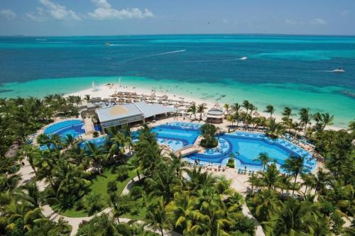 Riu Caribe main pool