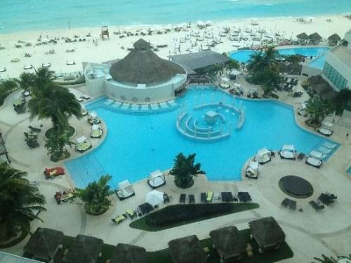ME Cancun by Melia family-friendly pool