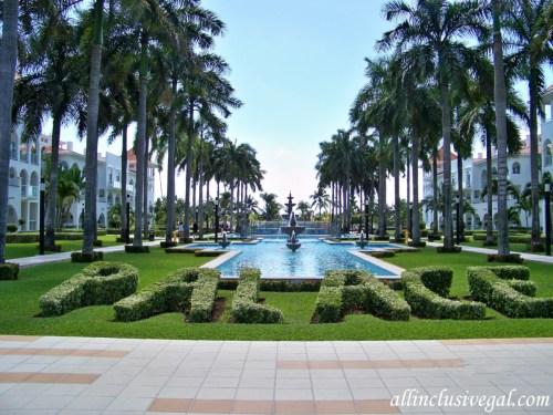 Riu Palace Mexico landscaping