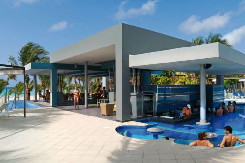 Riu Yucatan swim-up bar