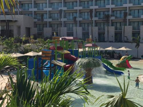 Dreams Playa Mujeres waterpark