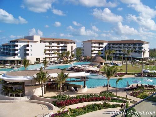 Dreams Playa Mujeres main pool and grounds